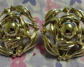 Vintage Gold Tone Cut Out Clip Earrings