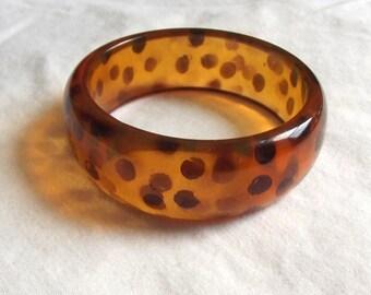 Vintage Lucite Bangle Brown Amber Apple Juice Leopard Pattern Early Plastic Bracelet Mod Bangle Spots