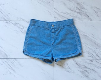 Vintage light wash denim shorts / hot pants / short shorts 1970s shorts 28 waist