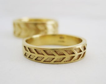 4mm Men's Wedding Band | Gold Arrow Wedding Band | Eco friendly recycled gold band | 14k 18k Gold Wedding Ring | Patterned Gold Ring