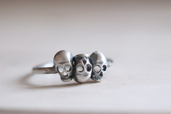 Skulls ring. Sterling silver ring with 3 skulls. Skull band, Skeleton, Steampunk, gothic style, modern ring, Stacking ring, silver ring.