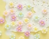 no ivory white  20 pcs  Pastel Daisy Flower Cabochon (9mm) FL432 (((LAST)))