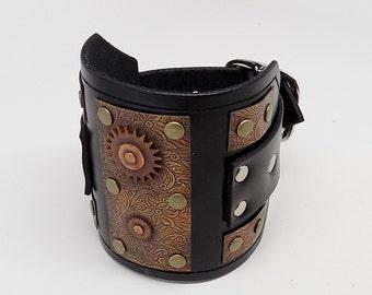 Steampunk leather cuff. Leather cuff.leather bracelet.