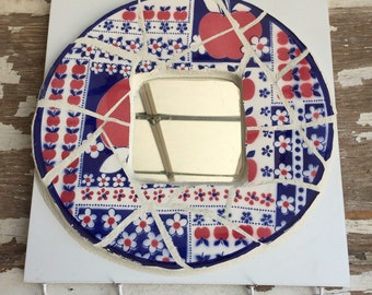 Mosaic Mirror -Apples - Key Holder Jewelry Hooks Broken Dish Mosaic - Circle on a Square