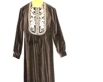 Boho vintage 70s dark brown velvet maxi dress with a long sleeve and front embroidery. Made by Rag Doll. Size M.