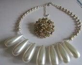 Big pearl drop necklace plus