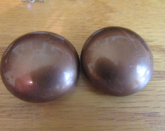 Big brown buttons