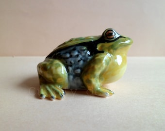Green Yellow Frog Ceramic Figurine,Frog Figurine Collector,Porcelain Figurine,Forg Porcelain Figurine,Toad Animal Figurine,Frog Miniatures