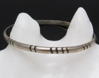 Vintage Sterling Bangle Native American Jewelry B7421