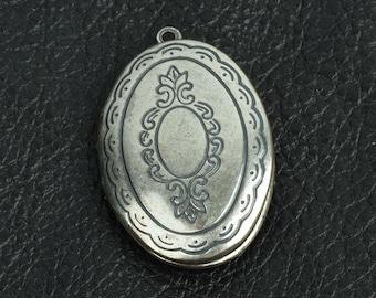 Engraved Oval Locket, Antiqued Silver pkg/2 15292CS
