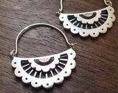 Scalloped lace hoop earrings