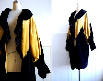 1920s Black and Gold Velvet Cocoon Coat / 20s Opera Coat