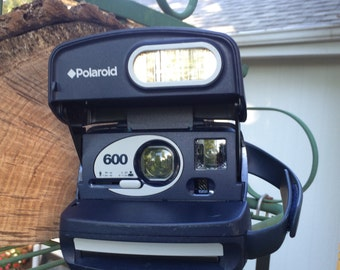Working Polaroid 600 Camera- navy-Film tested