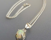 """Welo Opal cabochon in silver and 16"""" chain"""