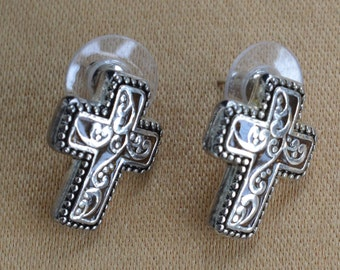 Pretty Vintage Silver tone Cross Pierced Earrings (D3)