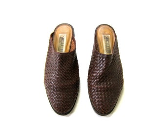 80s Brown Woven Leather Mules Modern Day Slip On Sandal 90s Boho Beach Sandals Leather Slip Ons Clogs Open Heels Dells Womens size 7