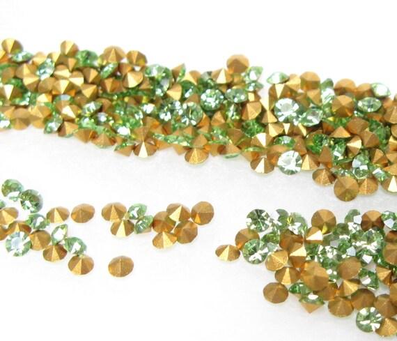 VINTAGE Crystal RHINESTONES Machine-Cut Preciosa Chatons CZECH 13pp 6ss Round Peridot Optima Point Back Jewelry Stones A1100 36pc
