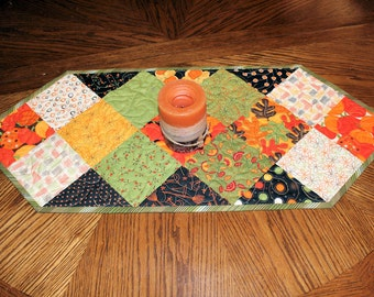 Autumn Table Runner Quilt, Pumpkins Quilted Table Runner, Gold Brown Green Fall Decor, Thanksgiving Runner, Fall Quilt