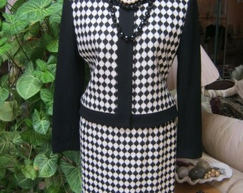 Vintage black white boucle' wool skirt set, black ivory jacket short skirt set, Gillian Petites sz 6 mod skirt set, Union label skirt outfit