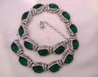Vintage TRIFARI Emerald Green Cabochon Diamante Necklace