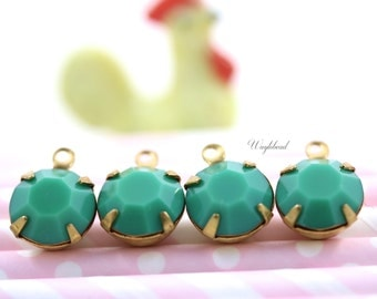 Vintage Round Faceted Stones 1 Ring Closed Back Brass Prong Settings 11mm Green - 4