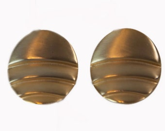 1980s Round Pleated Brushed Gold Tone Disc VIntage Clip On Earrings