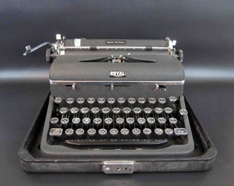 Vintage Black Royal Quite De Luxe Typewriter with Case. Circa 1940's. Excellent Working Condition.