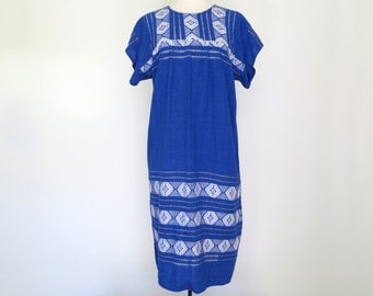 CIELO AZUL // vintage blue and ivory embroidered mexican shift dress / S M L