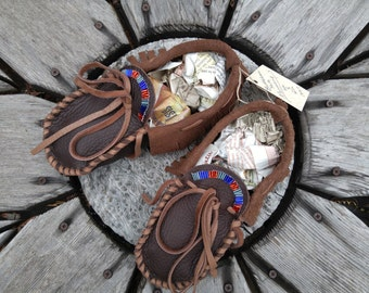Buffaloskin Youth Moccasins - Size 3 --- Native American Moccasins, Deerskin shoes, Ceremonial Regalia, Beaded, Leather Slippers, teen moccs