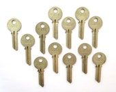 12 keys Yale key collection Vintage Yale keys Antique keys Stamping keys Yale house keys Old keys for stamping Blank keys Blank side A1 #10