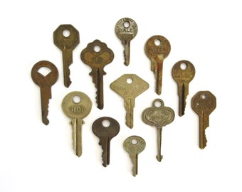 12 vintage keys, lock keys, old, antique keys, old keys, rustic surfaces, great keys, variety of keys, lots, steampunk keys, house, A1, 6