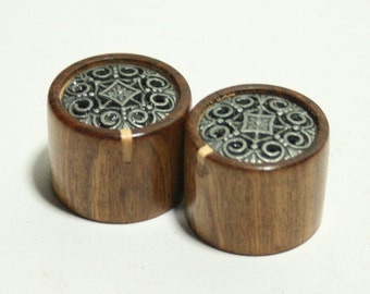Set of 2 Rosewood Guitar Knobs with Maple indicator and Pewter Trim (7/8 dia x 11/16 height)