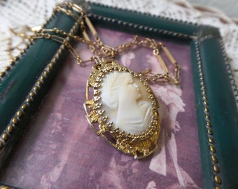 Vintage Carved Shell Cameo Gold Filled Plated Pendant Necklace Very Nice Condition FREE Shipping