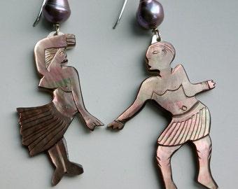 Vintage Polynesian Shell Pearl Dancer Earrings