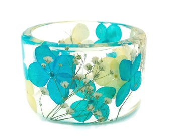 Size Large Blue and Yellow Hydrangea with White Baby's Breath Botanical Resin Bangle. Resin Bracelet with Pressed Flowers.