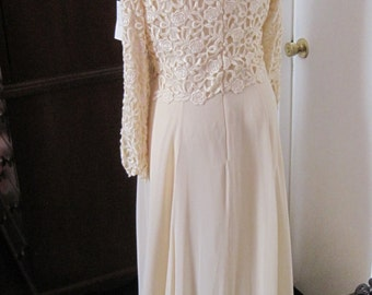 Long Vintage Cream Silk Dress with Lace Never Worn Good Condition Size 18 Special occasion plus size
