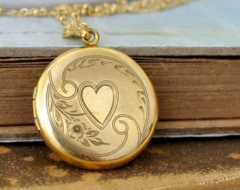 Vintage find, MEMORIES WITHIN, vintage find 12k round gold filled heart engraved locket