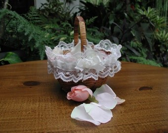 Flower Girl Basket, Small Wicker Basket, Flower Girl Roses, Wedding Flower Girl, Tiny Basket with Silk Rose Pedals, Wedding Ceremony
