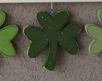 MONTHLY WELCOME CLOVERS Decorations (no sign included) for wall and home decor