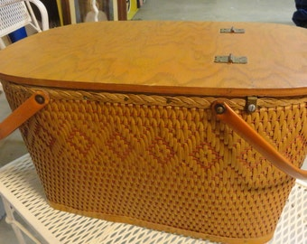 Vintage REDMON Picnic Basket with retro dishes