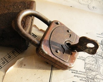 Vintage Working Padlock -  Old Padlock  (N-79)
