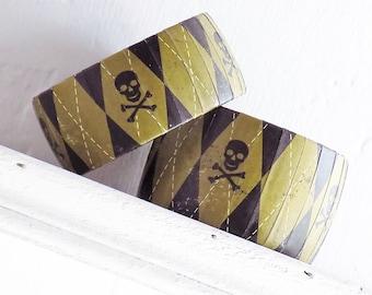 Skull and Crossbones Bracelet - Argyle Print Bracelet - Black and Green Bracelet - Halloween Bangle - Jolly Roger Bracelet