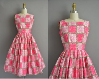 50s pink cotton print Junior Vogue vintage dress / vintage 1950s dress