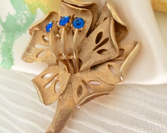 Deep Blue Bling Vintage Brooch, Pin, Cut Out Flower, Gold-Tone, 60s 70s