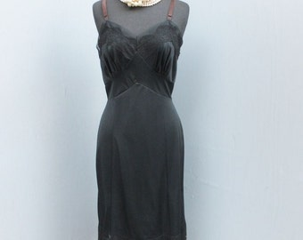Vintage United Mills Black Lace Wiggle Slip, Bombshell Slip, 36 Average