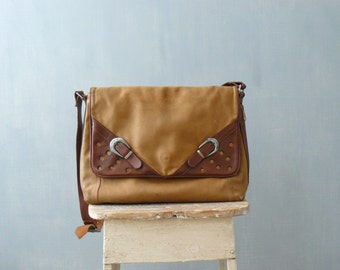 Vintage 1970s bag. 70s tan leather purse