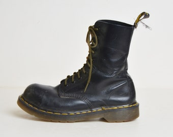 Vintage 90s Dr Martens Boots / 1990s Black Greasy Leather Lace Ups Boots 7 37