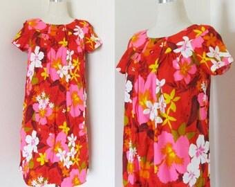 Vintage 1960's HAWAIIAN Beach Dress / Summertime Bright Red & Pink Floral Vacation Barkcloth Sundress / Size Medium