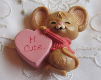 """Vintage Hallmark Valentine Pin of Brown Mouse with Pink Heart """"Hi Cutie"""""""