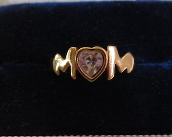 Vintage Avon Gold Tone Mom Ring with Heart-Shaped Center Rhinestone